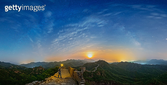 Man standing on the top of The great wall at moonrise - gettyimageskorea