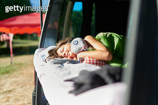 8 years old girl just waking up in back of camper - gettyimageskorea