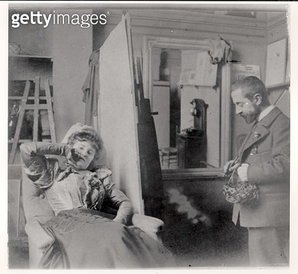 <b>Title</b> : Henri de Toulouse-Lautrec (1864-1901) in his studio with Misia Natanson (b/w photo)<br><b>Medium</b> : black and white photograph<br><b>Location</b> : Private Collection<br> - gettyimageskorea