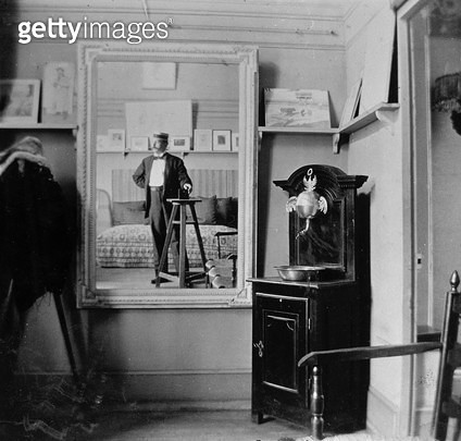 <b>Title</b> : Portrait of a photographer in the studio of Henri de Toulouse-Lautrec (1864-1901) (b/w photo)<br><b>Medium</b> : <br><b>Location</b> : Private Collection<br> - gettyimageskorea
