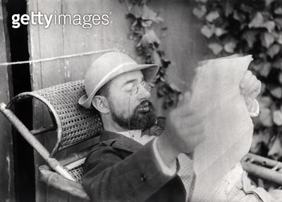 <b>Title</b> : Portrait of Henri de Toulouse-Lautrec (1864-1901) (b/w photo)<br><b>Medium</b> : <br><b>Location</b> : Private Collection<br> - gettyimageskorea