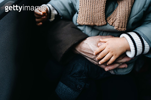 Cropped shot of grandmother's hands embracing her granddaughter - gettyimageskorea