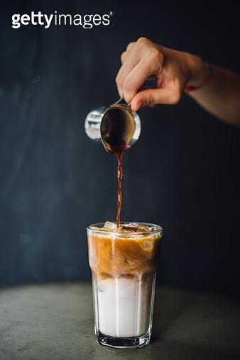 Prepairing iced latte - gettyimageskorea