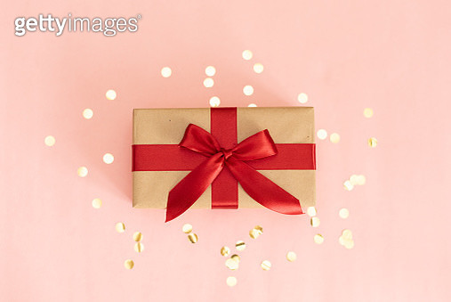 Christmas gift box against turquoise bokeh background. Holiday greeting card - gettyimageskorea