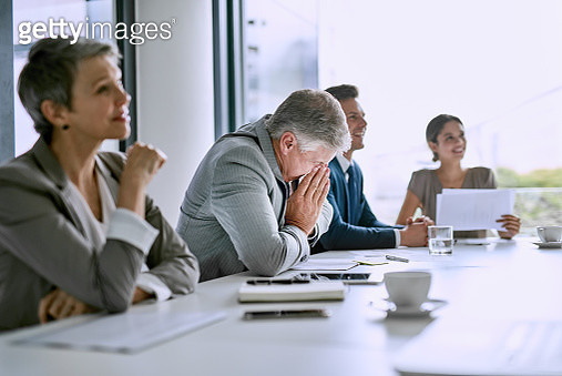 His sneezes are disrupting the meeting - gettyimageskorea