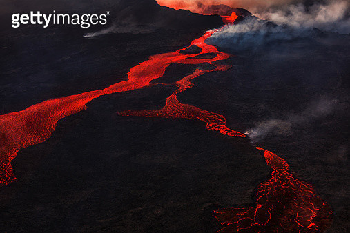 Lava and plumes from the Holuhraun Fissure Eruption by the Bardarbunga Volcano, Iceland. On August 29, 2014, a fissure eruption started in Holuhraun at the northern end of a magma intrusion that had moved progressively north, from the Bardarbunga volcano. - gettyimageskorea