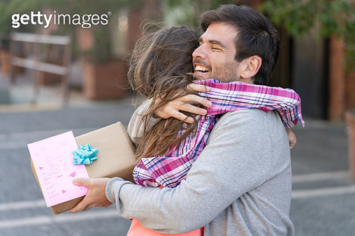 Thankful daddy hugging daughter for gift and card - gettyimageskorea