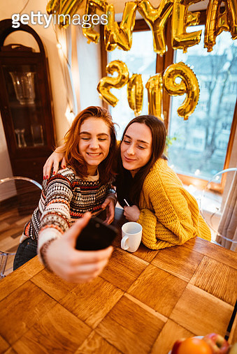 happiness friends take a selfie for the new year party - gettyimageskorea