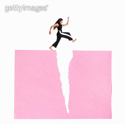 woman leaping over crack - gettyimageskorea