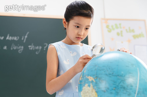 Primary school girls in the classroom - gettyimageskorea