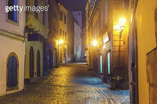 Street in Cesky Krumlov in the night - gettyimageskorea