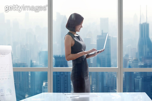 Business women use notebook computers - gettyimageskorea