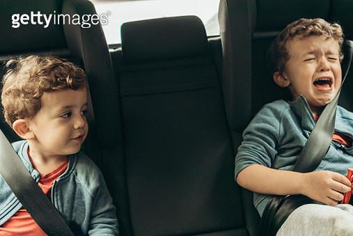 Brothers sleeping in car - gettyimageskorea