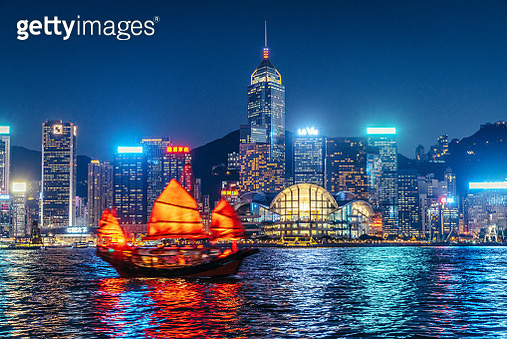 Cityscape Hong Kong and Junkboat at Twilight - gettyimageskorea