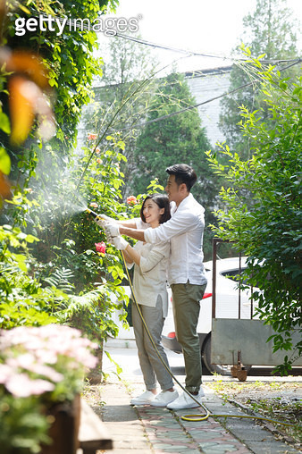 Young lovers of outdoor flowers - gettyimageskorea