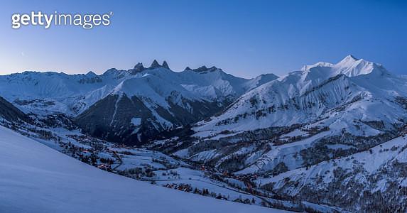 Winter mountain landscape early in the morning - gettyimageskorea
