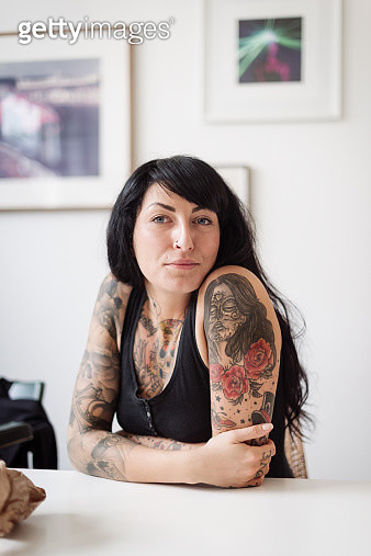 Portrait Of  A Young Tattooed Woman - gettyimageskorea