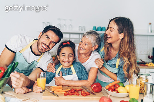 Multi-generation family in the kitchen - gettyimageskorea