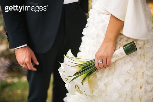 Bride and groom and her white calla bouquet - gettyimageskorea