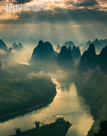 Karst mountains and river Li in Guilin/Guangxi region of China - gettyimageskorea