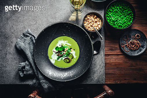 Green peas and broccoli soup with cream - gettyimageskorea