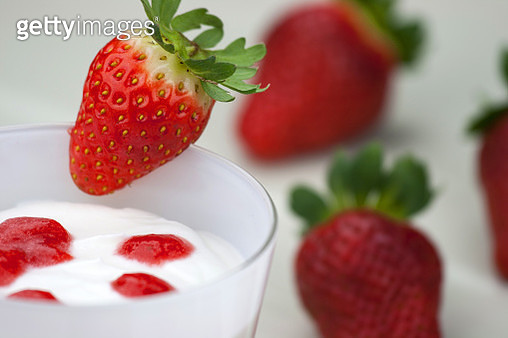 High Angle View Of Strawberries With Sweet Food In Drinking Glass On Table - gettyimageskorea