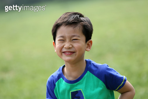 The little boy is playing outdoors. - gettyimageskorea