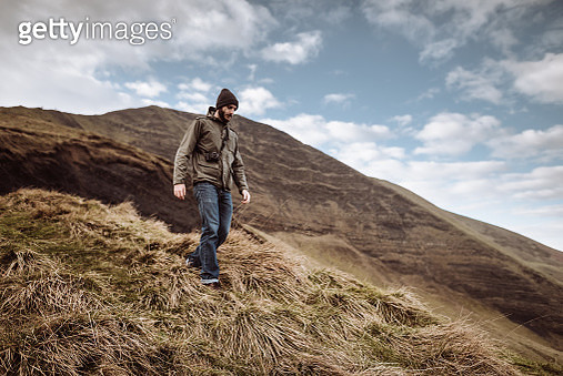 man hiking in the mountains - gettyimageskorea