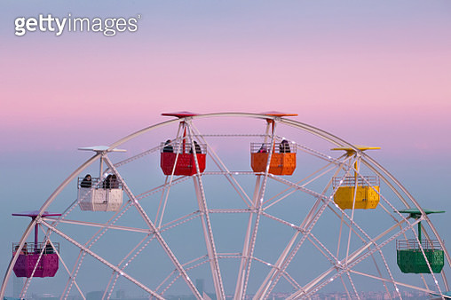 View of the colorful ferris wheel in the Tibidabo amusement park with families and couple spending the week end on the attractions. - gettyimageskorea