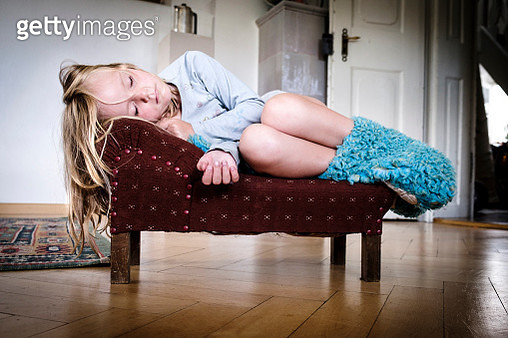 Little girl sleeping on a tiny vintage sofa - gettyimageskorea