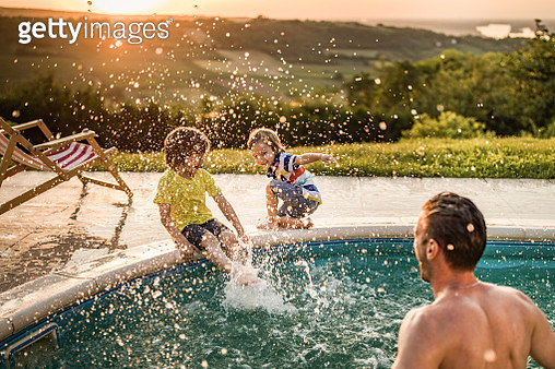Happy boys having fun while being splashed by their father from the swimming pool. - gettyimageskorea