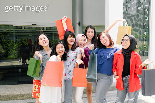 Group of Friends Shopping Together - gettyimageskorea