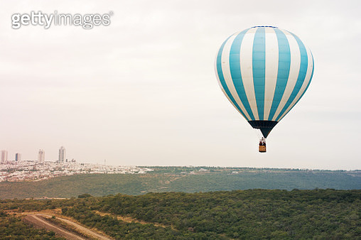 A hot air balloon color blue flying in the sky at the hot air balloon festival in leon guanajuato - gettyimageskorea