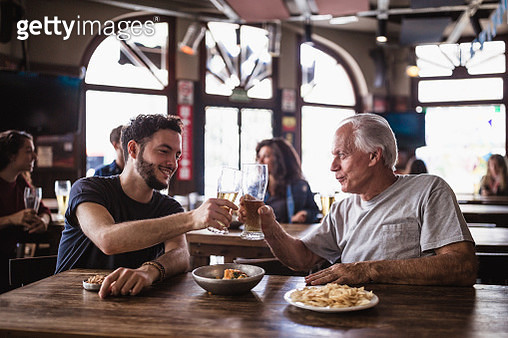 Friends gathering in the pub, watching a soccer game - gettyimageskorea