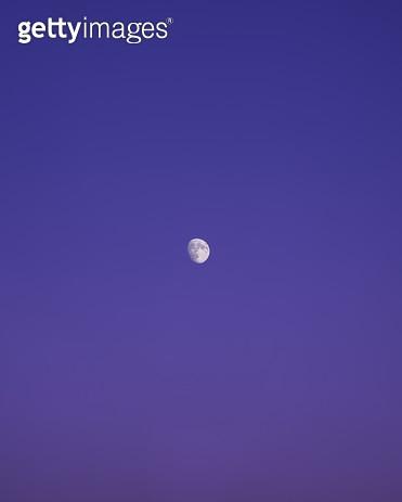 하늘에 뜬 달 - gettyimageskorea