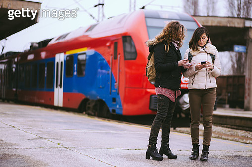 Girlfriends Checking The Time Of Train Arrival - gettyimageskorea