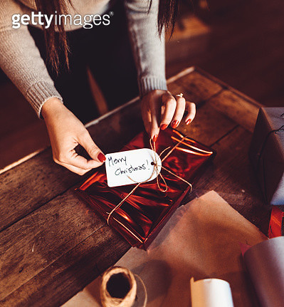 woman making the package for the christmas gift - gettyimageskorea