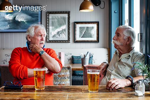 two men bonding in pub with beer - gettyimageskorea
