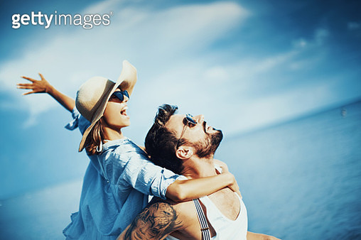 Cheering to the summer. - gettyimageskorea