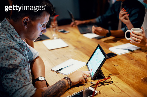 Mixed group of millennial aged friends discuss investing and cryptocurrency trading - gettyimageskorea