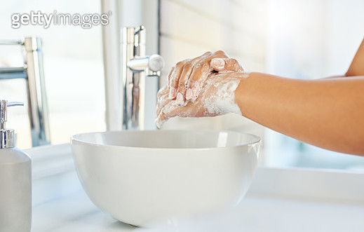 Cropped shot of an unrecognizable young woman washing her hands in the bathroom basin at home - gettyimageskorea