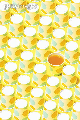 Disposable paper cups on color background. Fruit juice and polka dot paper cups flat lay on yellow background. - gettyimageskorea