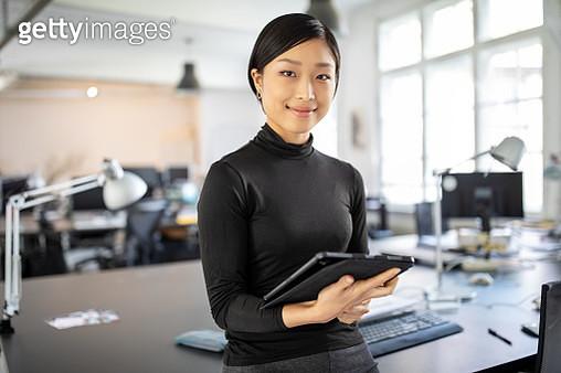 Confident asian businesswoman in office - gettyimageskorea