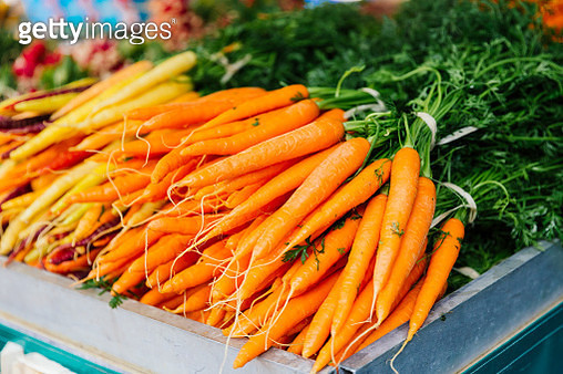 Fresh carrot on the market stall at the farmer's market - gettyimageskorea