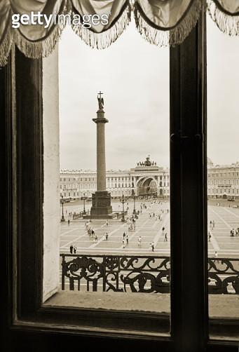 Russia, St Petersburg, Dvortsovaya Place from window - gettyimageskorea