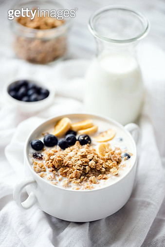 Granola With Milk And Fruits In Bowl For Breakfast - gettyimageskorea
