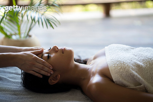 Relaxed Malaysian woman having a head massage at the spa. - gettyimageskorea