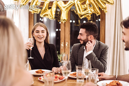friends at dinner at home for the new year - gettyimageskorea