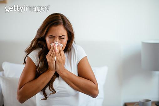 Young woman having flu - gettyimageskorea