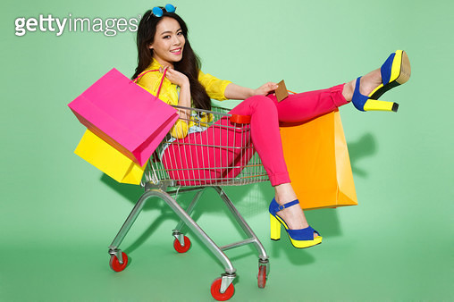 The fashionable young woman shopping - gettyimageskorea